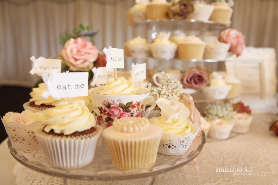 vintage cup: NEW 840 VINTAGE CUPCAKE WEDDING CAKE